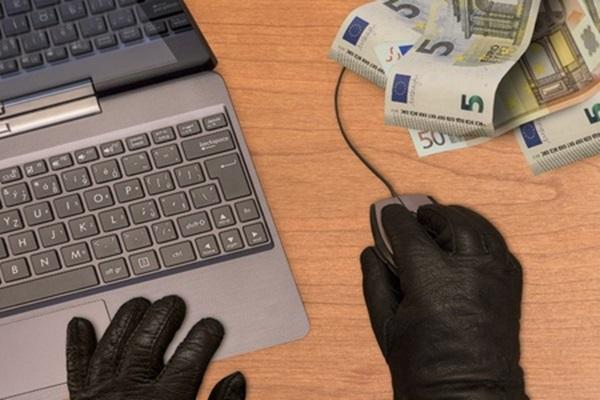 インターネットでお金を巻き上げる人